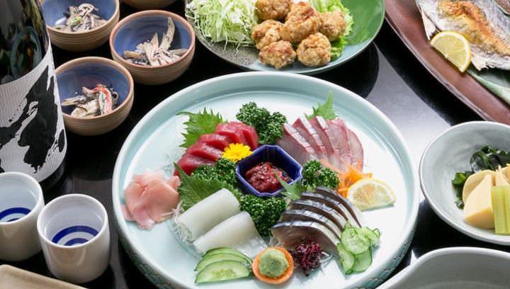 一番人気の「竹コース」。当店の名物料理が盛り込まれています