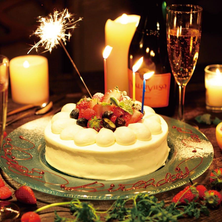 パティシエ特製の豪華なホールケーキ