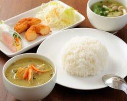 グリーンカレーセット 1420円 生春巻き・揚げ物・スープ付