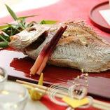 結納やお顔合わせなど、祝いの席に相応しい祝い膳のご用意も可能