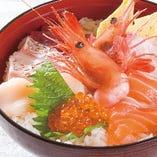 お食事に海鮮丼でお腹いっぱい! 他にもお寿司ございます。