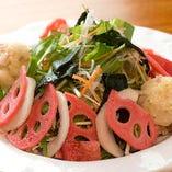 旬の加賀野菜をたっぷり使ったサラダは女子支持率高し!
