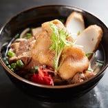【あしび島そば】 沖縄のお肉料理3品をトッピングした贅沢そば