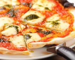 イタリア産小麦を使った手作りピザ