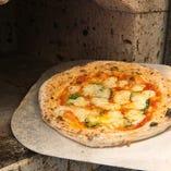 高温の石窯で焼き上げる絶品PIZZA
