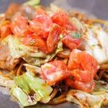 トマトの焼きそばは、麺にパスタを使用