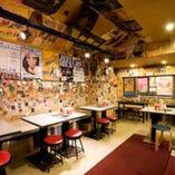九州の旨いものを堪能して、食べて元気! 店員たちにパワーをもらってください!