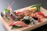 コースでは鮮魚のお造りや旬の食材を使ったお料理が楽しめます。