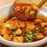 四川風山椒が利いた本格麻婆豆腐!土鍋でぐつぐつアツアツで提供