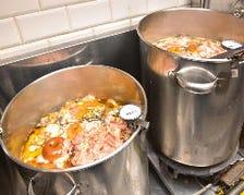 会津地鶏に惚れ込みスープのベースに