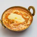 ギー(香り高い濃厚なバター)のコクが感じられる海老カレー