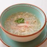 フカヒレのカニ肉入りスープ