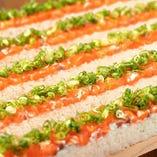 サーモンユッケ寿司 30cm