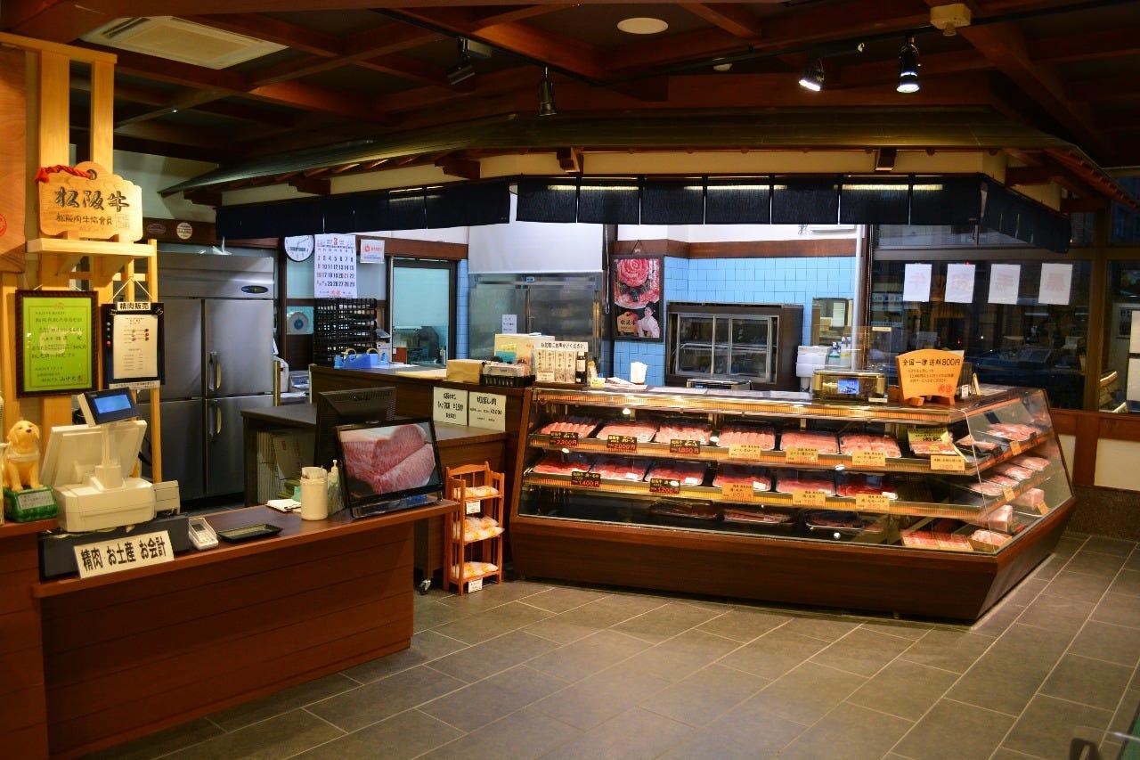 松阪牛専門の精肉店を併設