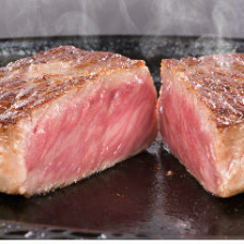 看板メニューの最高級ステーキ