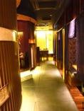 全120席の空間は、大小様々な個室席にてお楽しみ頂けます。