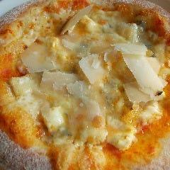 5種のチーズたっぷりピッツァ