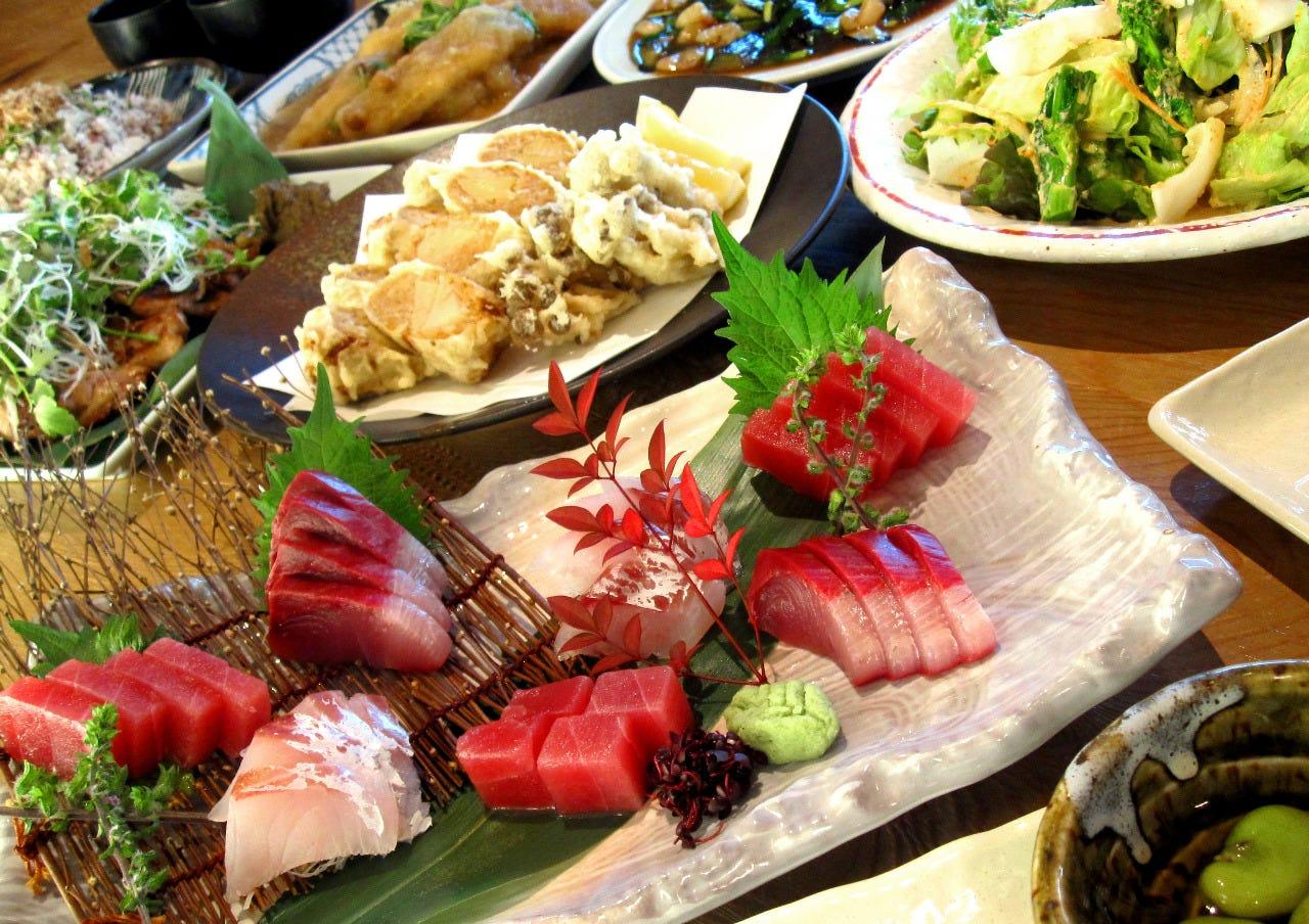 築地直送の新鮮な魚や旬の野菜を使用