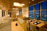 大阪ベイエリアの眺望を楽しめるテーブル席