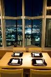 落ち着いた和の空間。21階からの眺望も ごちそうのひとつ。