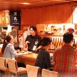 日本酒がテーマの店内約100席 カウンター席は一名様でも大歓迎