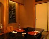 ▲1F個室 椅子とテーブル、掘り炬燵のお部屋もあります。