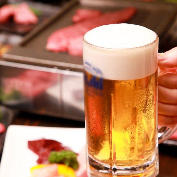 冷えた生ビールで乾杯!焼肉にはビールがよく合う♪