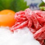 【名物1】 生食肉取扱政府認定店だからこその『生ユッケ』