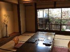 畳香る、木のぬくもりを感じる個室