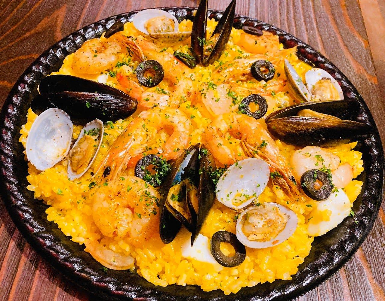 サフランと魚介の旨味たっぷり!シーフードパエリア(2~3人前)