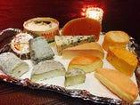 ソムリエ厳選チーズ5種とドライフルーツの盛り合わせ
