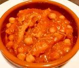 トリッパとひよこ豆のトマト煮込み、カジョス