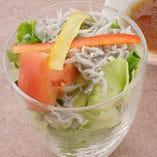 高知産 しらすのグラスサラダ