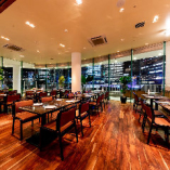 【~88名様まで】ベイサイドテーブル席/横浜の景色を一望!広々としたメインフロア
