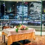 結婚式二次会など特別なパーティーには高砂台や総花のご手配も可能!