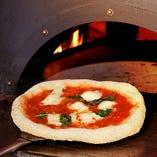 [窯焼きピザ]本場の材料を使い伝統的なレシピで焼き上げます