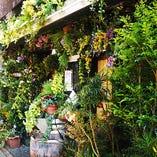 庭園デザイナー、石原和幸氏による店舗の森化。必見です!