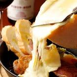 インパクト抜群のラクレットチーズです♪