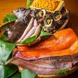 淡路島の漁港から仕入れる魚をはじめとする新鮮魚介はお造りで!