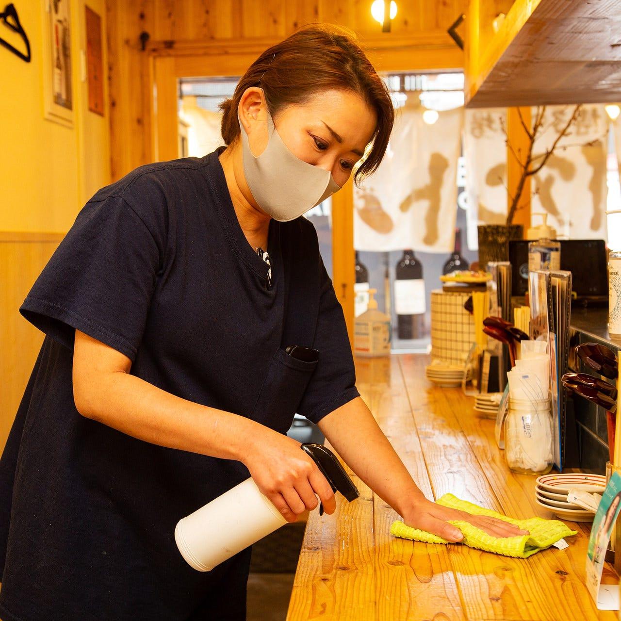 テーブルや共有部分の掃除・消毒を徹底し換気も常時行っています