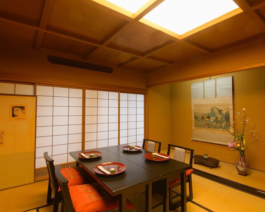 少人数完全個室。ご接待や観光に。