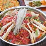 〈お鍋〉 プルコギ鍋など、通年ご提供するお鍋も好評♪