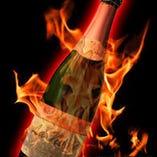 【昼の部】は別途4,000円(税抜)で「炎の中からシャンパン出現マジック」を演出が可能です。