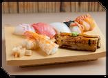 寿司職人が一貫一貫、真心を込めて握ります