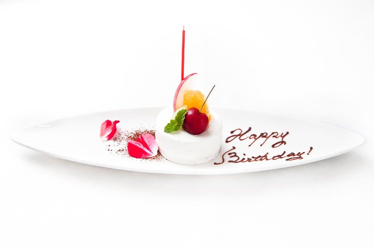 お誕生日や記念日には特別ケーキもごよういさせていただけます。