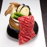 一枚ステーキのカルビ!!豪快に焼いて、そのままほおばるもよし。はさみでチョキチョキしてもよし。【壺漬けカルビ:780円】
