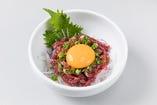 桜ユッケは旨い一品です。当店の生食用ユッケはこれだけ。