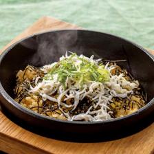 人気のアツアツ石焼炒飯が味わえる