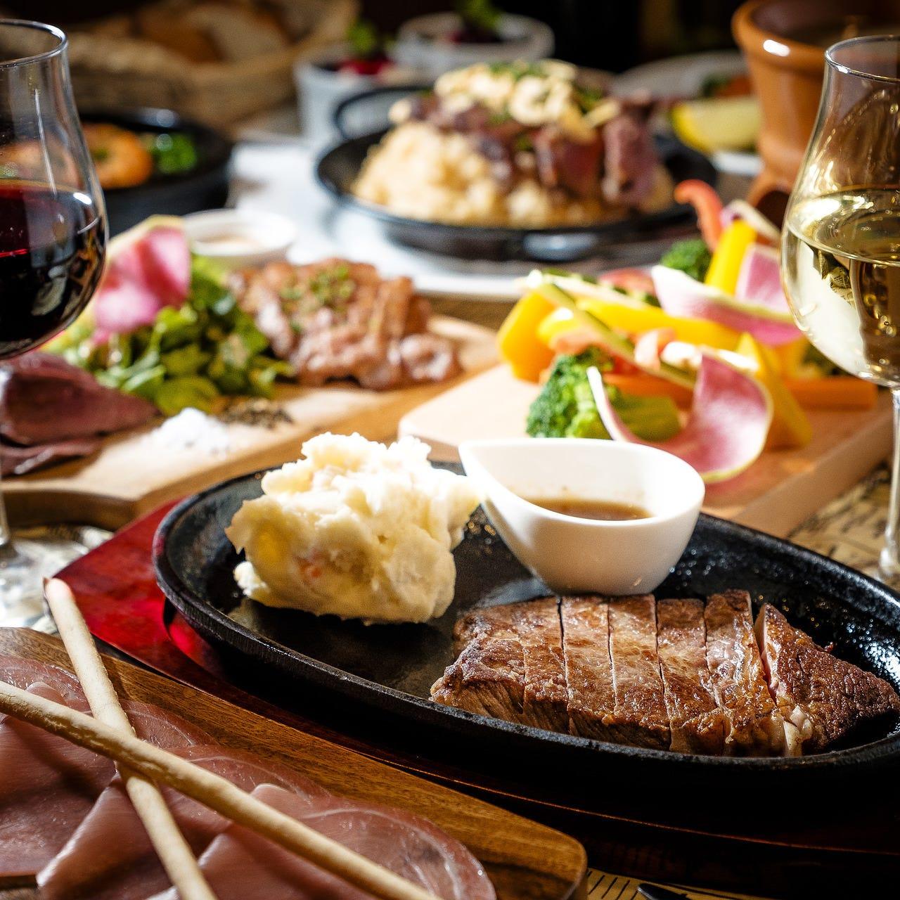 コース料理は2000円~♪+1500円で飲み放題も付けられます!