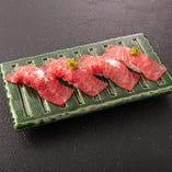 名人和牛の炙り寿司